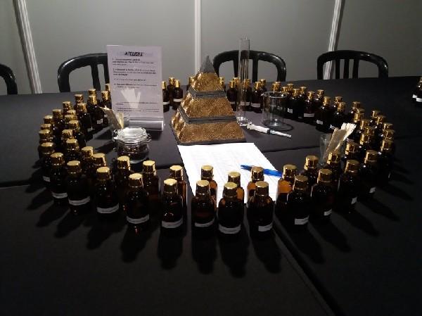 """Nos """"Ateliers Découverte"""" sont ludiques.  Ils s'adressent tant aux individuels (dès l'âge de 6 ans) qu'aux groupes et entreprises ... chez nous en Parfumerie à Philippeville ou chez VOUS (Belgique & International)."""